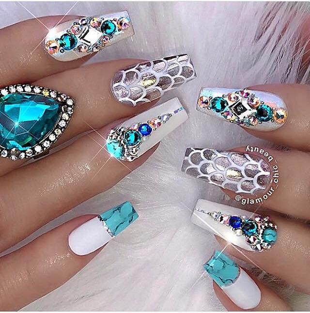 luxusní gelové nehty s kamínky