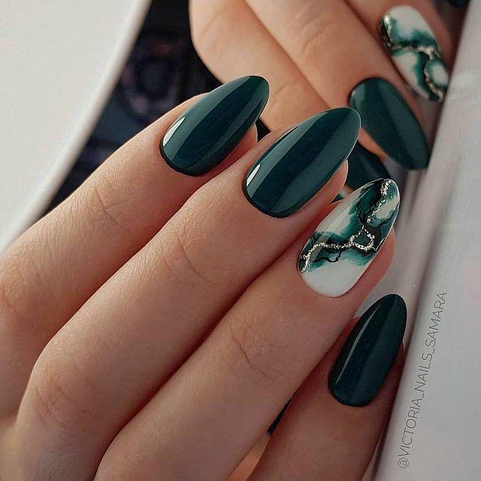 mramorové nehty zelené