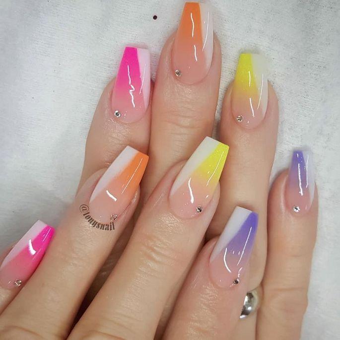 barevné gelové nehty