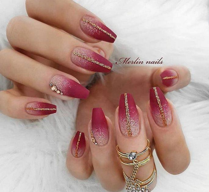 bordó-zlaté gelové nehty
