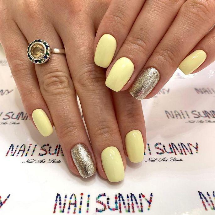 žluté gelové nehty