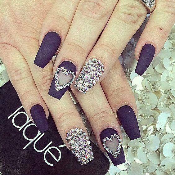 luxusní černé gelové nehty s kamínky
