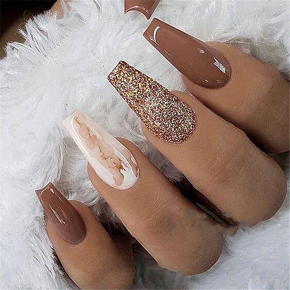 hnědé gelové nehty