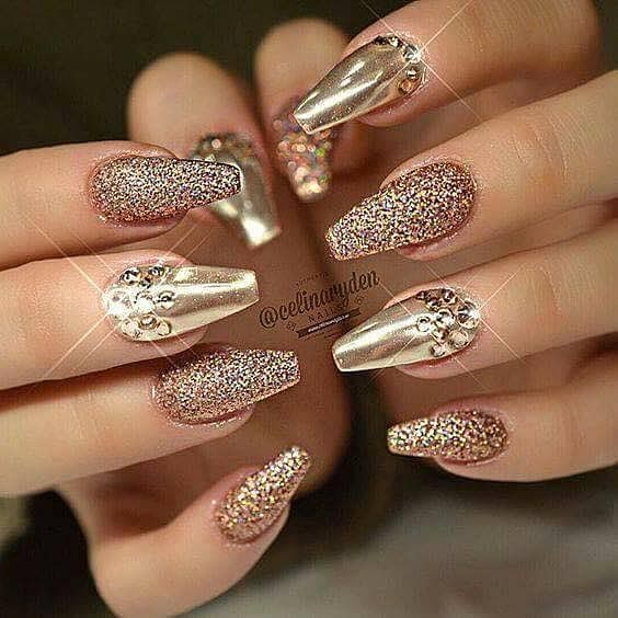 luxusní zlaté gelové nehty