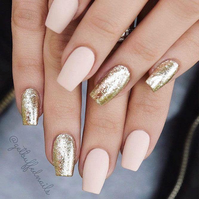 nude / zlaté gelové nehty