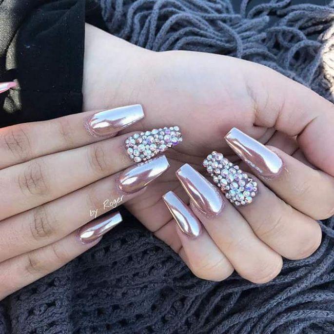 metalické gelové nehty s kamínky