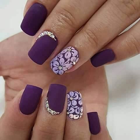 matné fialové nehty