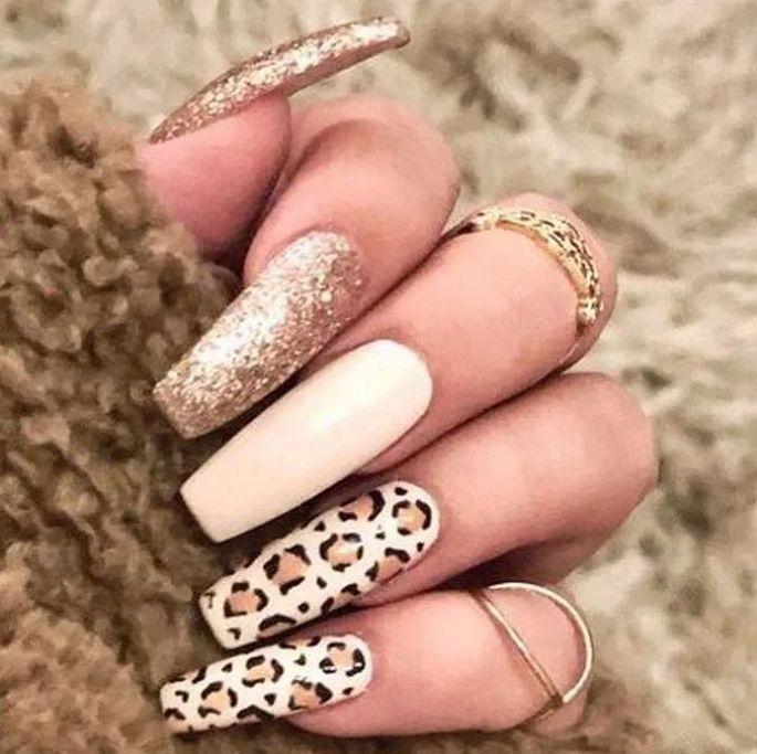 gelové nehty s leopardím vzorem