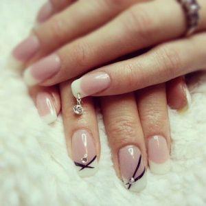 piercing na nehty