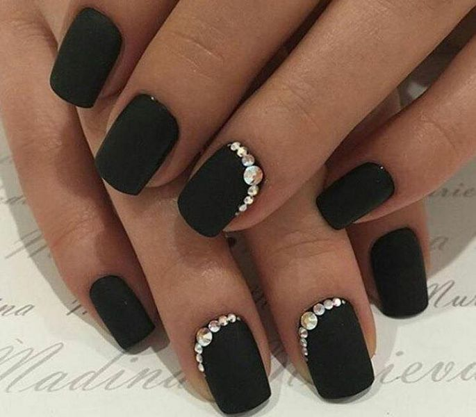 černé gelové nehty