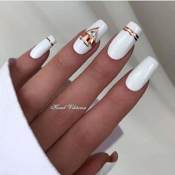 bílé gelové nehty
