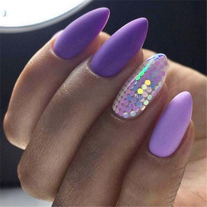 fialové matné nehty
