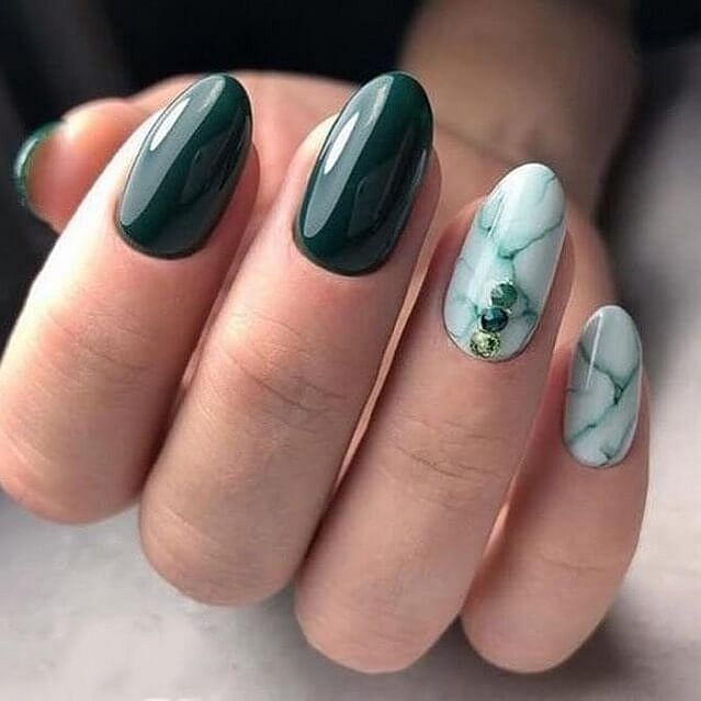 zelené mramorové nehty